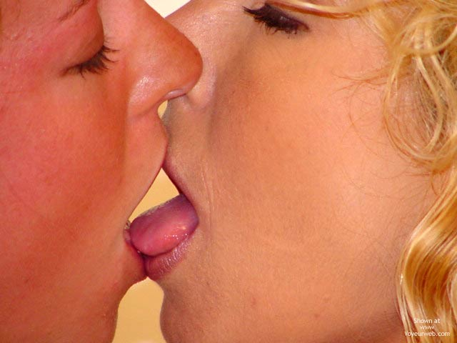 Girls Kissing - Kissing, Lesbian , Girls Kissing, Tongue Kiss, Lesbian Scene, Kiss, Passion, Kissing, Lips