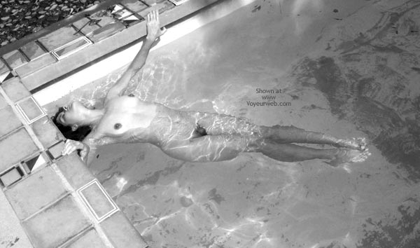 Black And White - Black And White , Black And White, Naked Girl In A Pool, Stretching In A Pool, Nude Swimming, Black And White Swimming, Swimmingpool Sleep