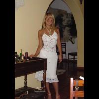 Playing In The Hotel Jugando En El Hotel
