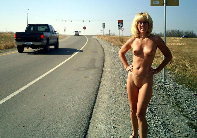 Naked On Roadside - February, 2003 - Voyeur Web Hall Of Fame-1176