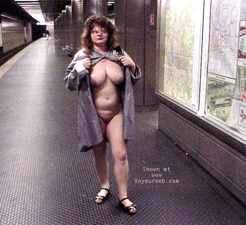Pic #1 Jenny nude in the city