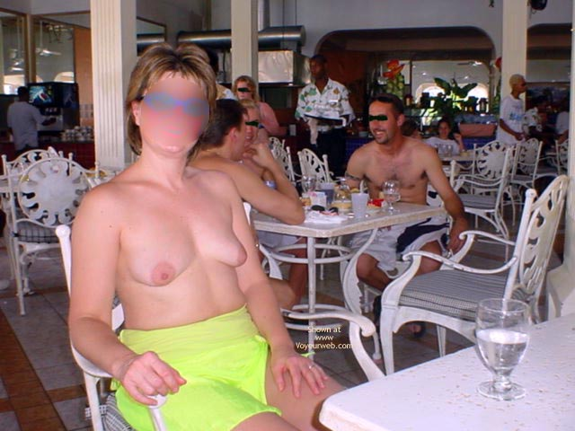 Pic #1 Midwest Cindy Visits Hedo 1 (Blur)