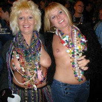 Stlouisfungirlmeetsflashinggal At Fat Tuesday