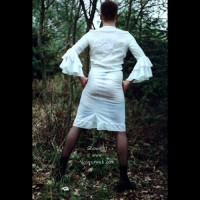 Nackt im Wald (de)