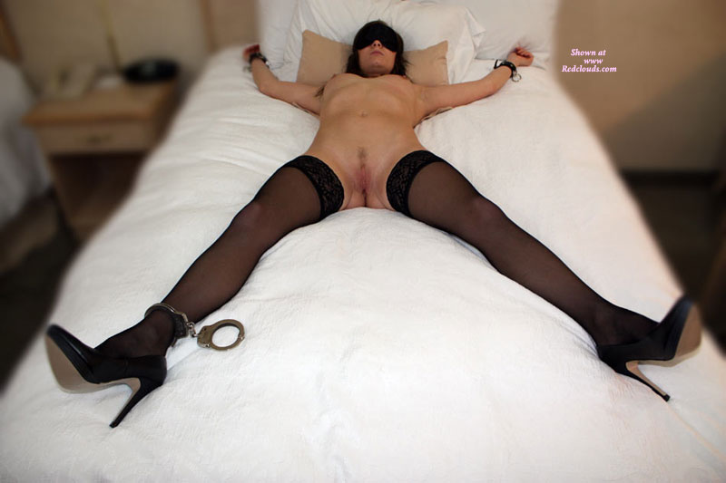 Pic #1*BF Katie Blindfolded And Ready
