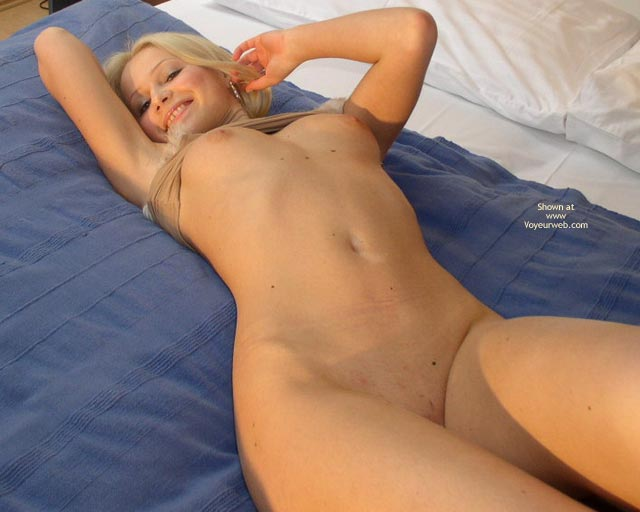Naked Blonde On Bed - Skin , Naked Blonde On Bed, Beaming Blond Beckens, Light Colored Nipples, Moley Skin, Naked Blonde Smiling