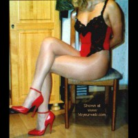 blonde in red and black DE