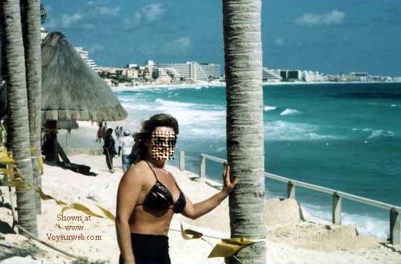 Pic #1 Wife in Cancun