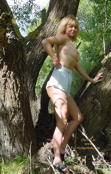 Pic #1 Getting Naked Outdoors - Chickabit