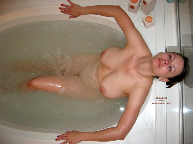 Pic #1 Pleasurekitten Getting Wet