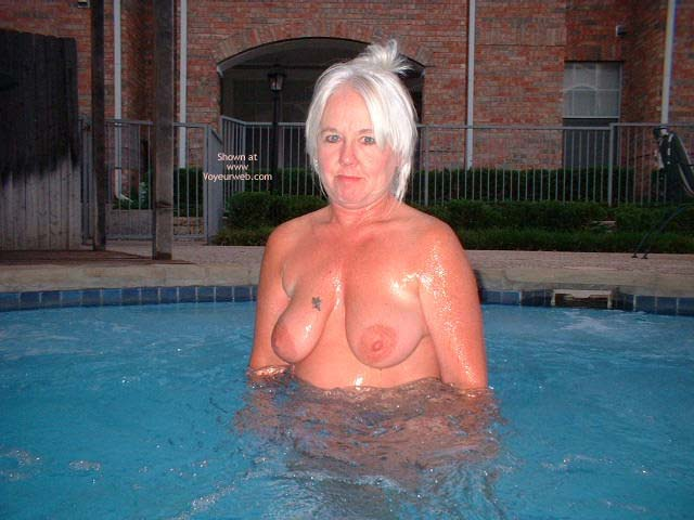 Pic #1 Tammy In Hot Tub 2