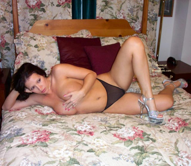 Pics of naked mature women at home