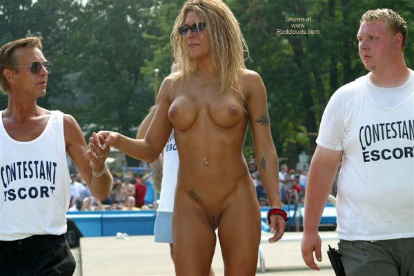 Hi voyeur girl nude in window 3