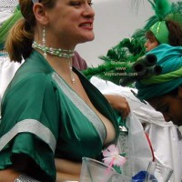 Carnaval SF, Downblouse 1