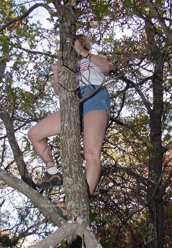 Pic #1 Katie Klimbing and Kasting Her Klothing