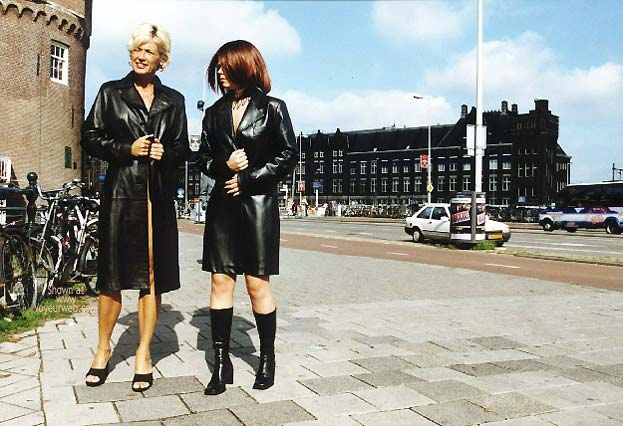 Pic #1 *GG Greta and Lisa Nude on Prins Hendrikkade