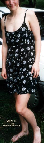 Pic #1 Mona Im Kleid