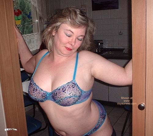 Pic #1 Sexy Tina's Striptease 1