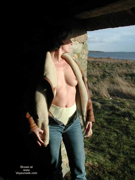 Pic #1 Kristin Bravin' The Cold
