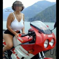 Tiziana in Moto