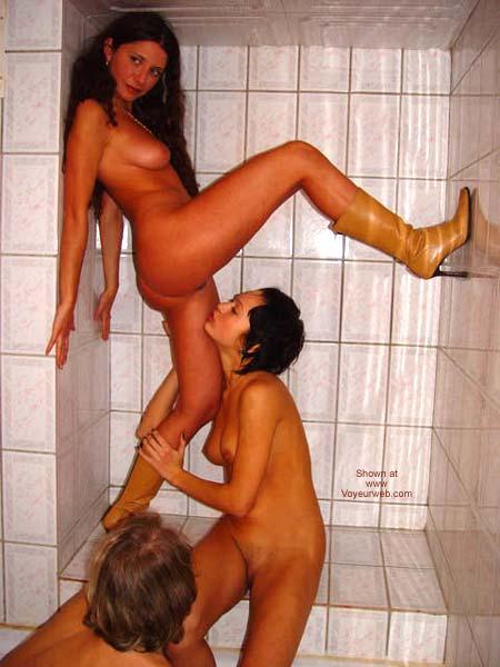 Pic #1 *GG Mandlen - Ilona - Margo in shower