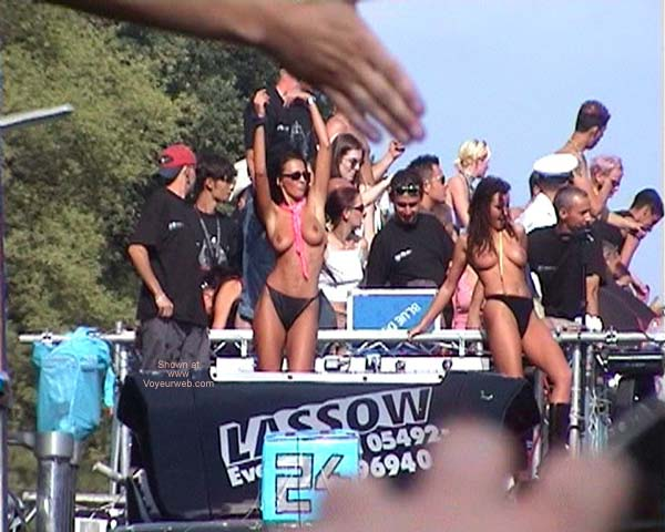 Pic #1 LoveParade 2001 In Berlin 46