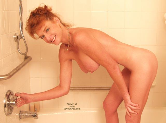 Pic #1 *Sh Sandy Redhead Getting Wet!