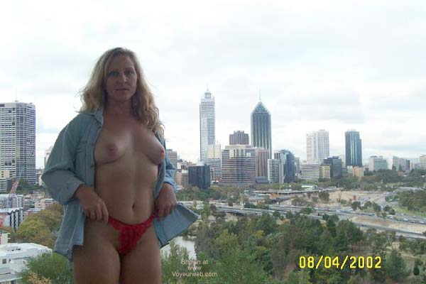 Pic #1 West Oz Girl Visits Kings Park Nip
