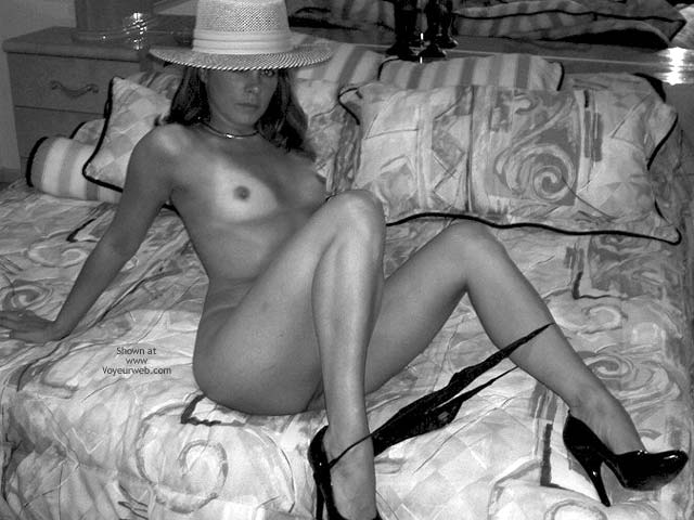 Pic #1 Tawny Black & White