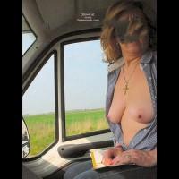 Caty in Auto