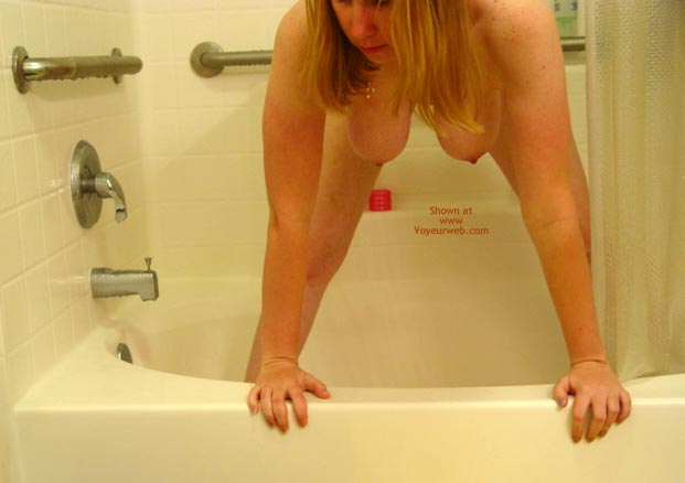 Pic #1 *Sh Manitou Lisa In The Shower