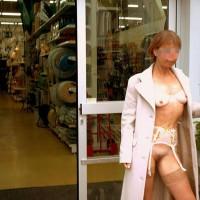 *Sn Julie Hsvoie In A Shop