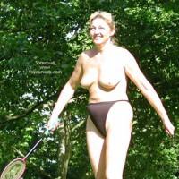 Older Mom Play´s Badminton