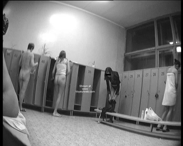 Pic #1 Pool Dress Room - 2 Teen
