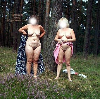 Pic #1 *GG Mausi und Babsi Nude in Public