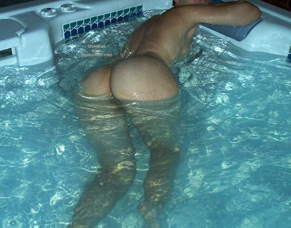 Pic #1 Girlfriend in Jacuzzi