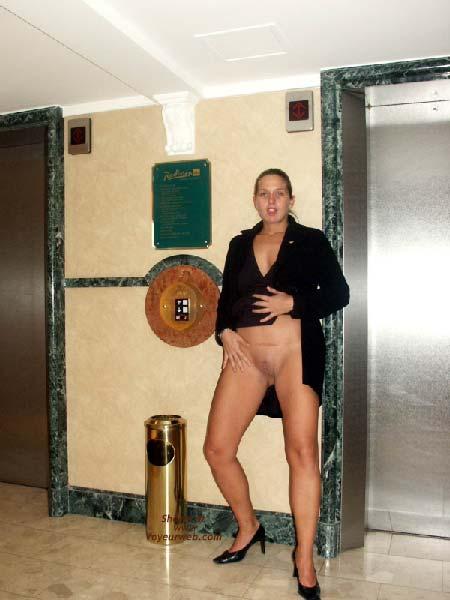 Pic #1 Gabriela in SAS Hotel Vienna