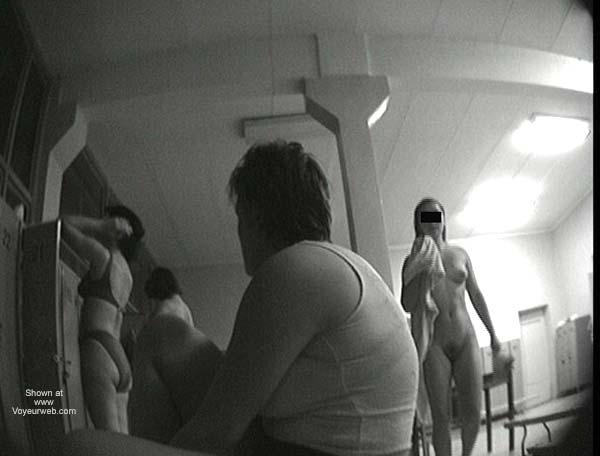 Pic #1 Pool Dress Room