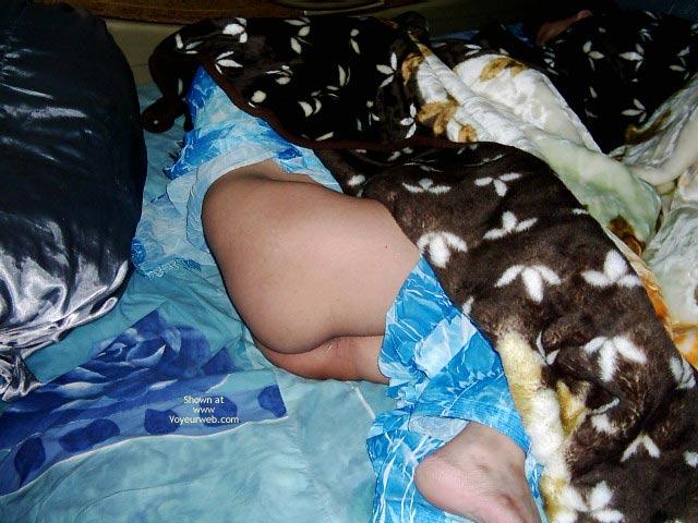 Pic #1 Paki Uae Wife Sleeping