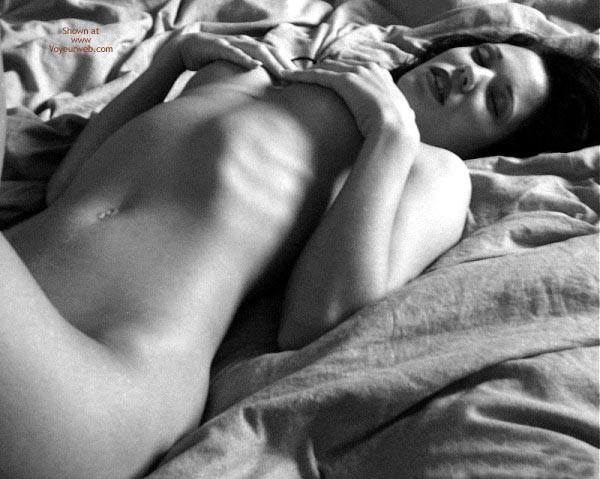 Pic #1 Sexy Angelina .. Shadows in Bed