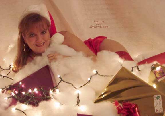 Pic #1 *HR Sara Dresses As Mrs. Claus