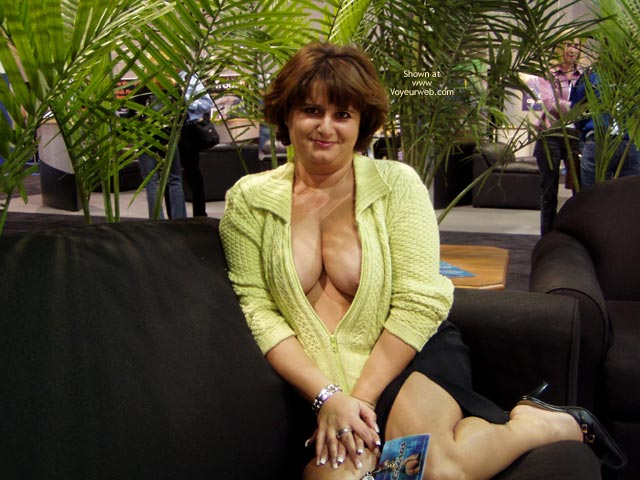 Pic #1 NorCal Lady Flashing in Las Vegas