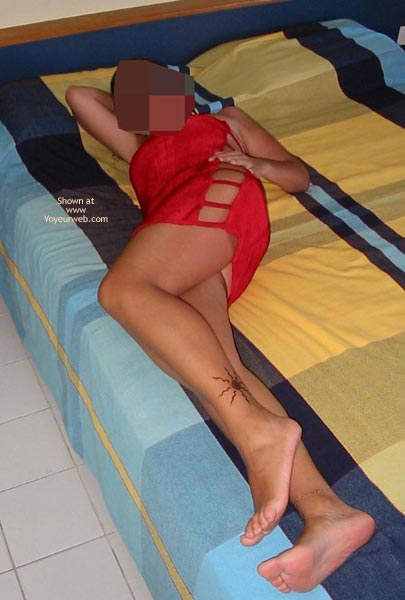 Pic #1Portuguese Body in Red