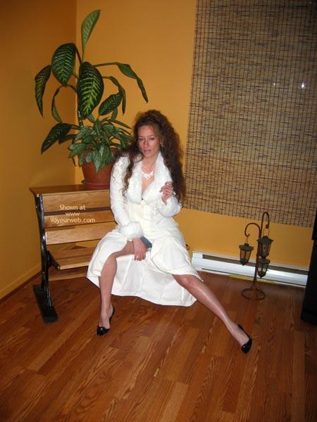 Pic #1 Natacha Et Son Manteau Blanc