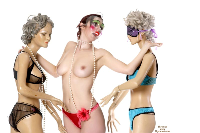 Model Threesome - Small Tits , Nice-sized Breasts With Erect Nipples, Red Cheeks Green Eyeliner Clown Mask, Slender Waist, Pearl Necklace, Blow Up Dolls, Sex Dolls, Plastic Beauty, Clown Makeup