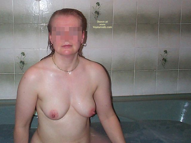 Pic #1 Uk Wife In The Bath