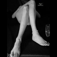 *xl - Molly's Lovely Crossed Legs