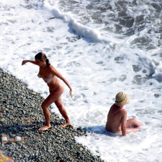 Pic #1 Nude Beautiful Girls Down On The Beach
