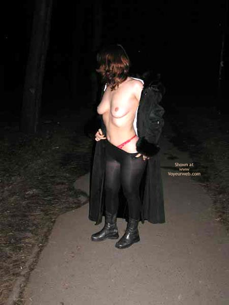 Pic #1Lesa Undress At Railroad Station