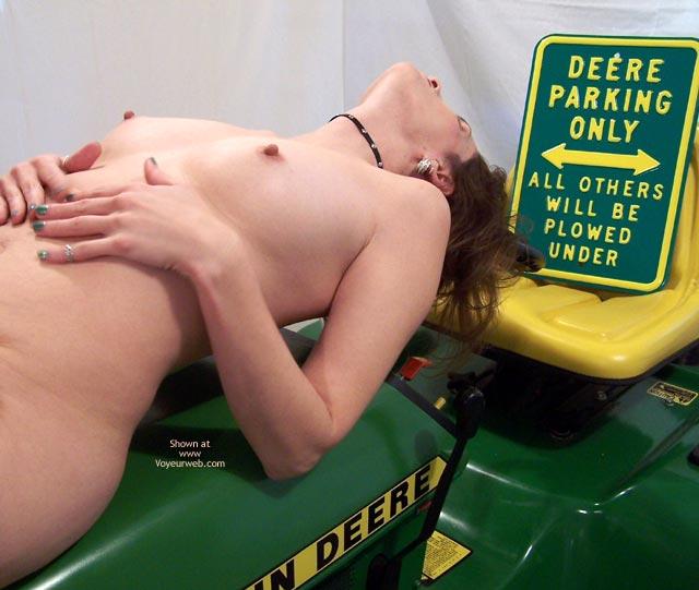 Pic #1 Deere Lara